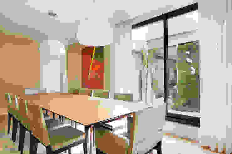 Arquitetura e Interiores Salas de jantar modernas por BRENO SANTIAGO ARQUITETURA E INTERIORES Moderno