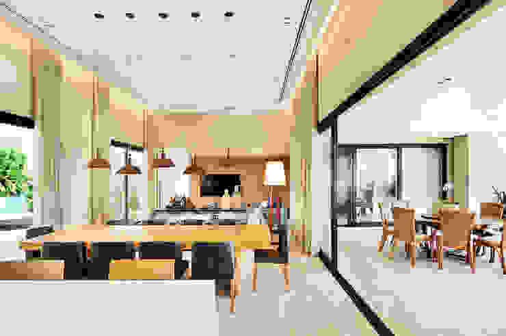 Arquitetura e Interiores Varandas, alpendres e terraços modernos por BRENO SANTIAGO ARQUITETURA E INTERIORES Moderno