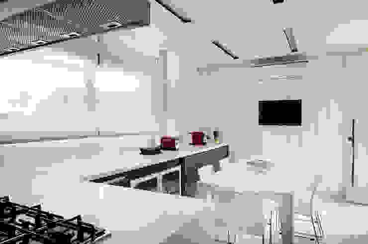 Arquitetura e Interiores Cozinhas modernas por BRENO SANTIAGO ARQUITETURA E INTERIORES Moderno
