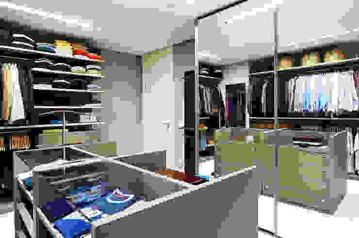 BRENO SANTIAGO ARQUITETURA E INTERIORES Phòng thay đồ phong cách hiện đại