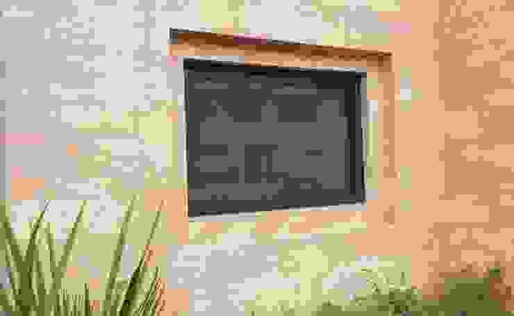 現代浴室設計點子、靈感&圖片 根據 Productos Cristalum 現代風 鋁箔/鋅