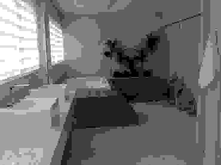 モダンスタイルの お風呂 の Bunkerlab arquitetura, design, ...+ モダン
