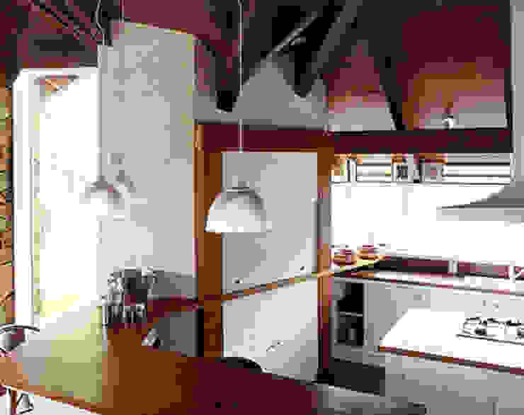 Casa Laje de Pedra Cozinhas ecléticas por Finkelstein Arquitetos Eclético