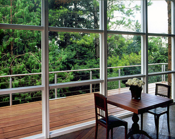 Casa Laje de Pedra Varandas, alpendres e terraços modernos por Finkelstein Arquitetos Moderno