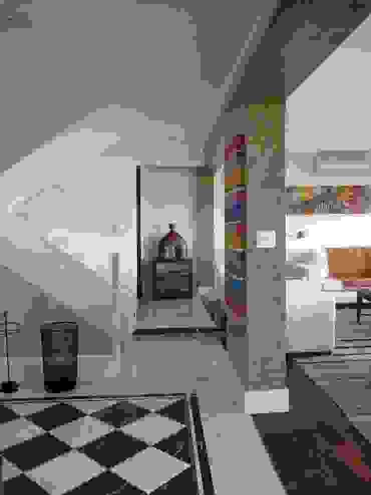 APARTAMENTO VILA MADALENA Corredores, halls e escadas modernos por Bloch Arquitetos Associados Moderno