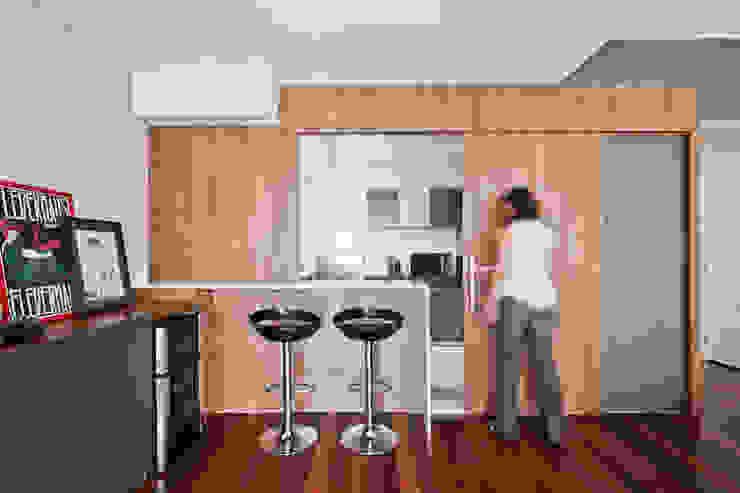 Salones de estilo minimalista de Laranja Lima Arquitetura Minimalista