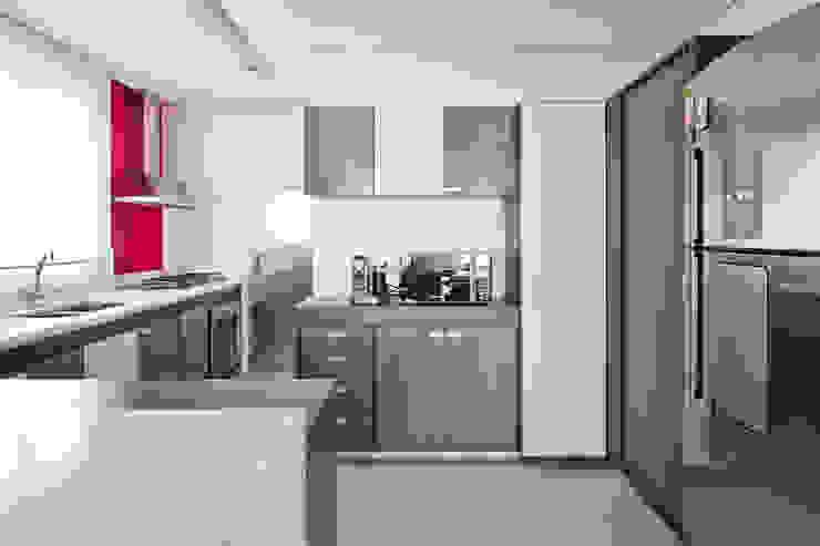 Apartamento Pinheiros Laranja Lima Arquitetura Cozinhas minimalistas
