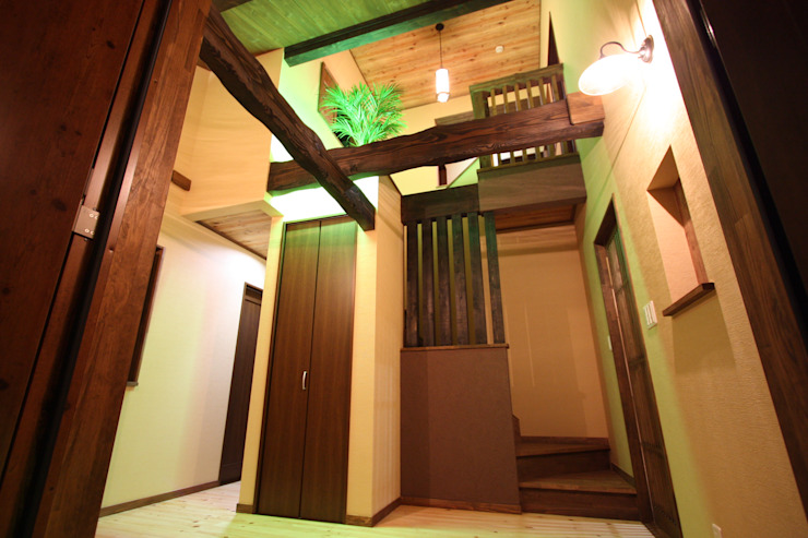 Asian style corridor, hallway & stairs by 株式会社アートカフェ Asian Wood Wood effect