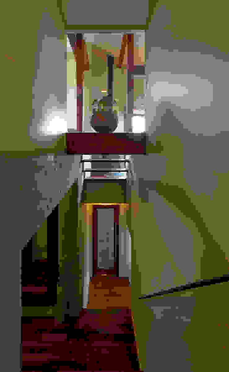 見上げと見下げの階段 和風の 玄関&廊下&階段 の アール・アンド・エス設計工房 和風