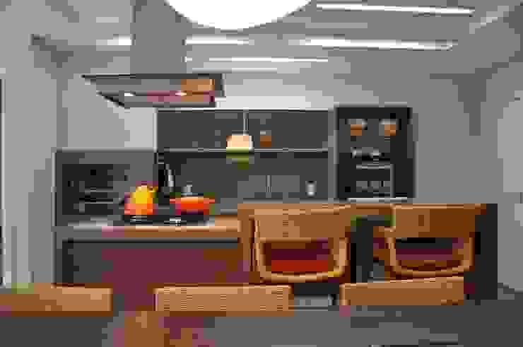Kitchen by Varinia Schwartz Arquitetura & Interiores, Modern