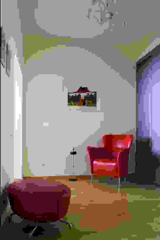 Реализованный проект интерьеров квартиры 124 кв. метра в ЖК Город солнца Коридор, прихожая и лестница в стиле минимализм от интерьеры от частного дизайнера Минимализм