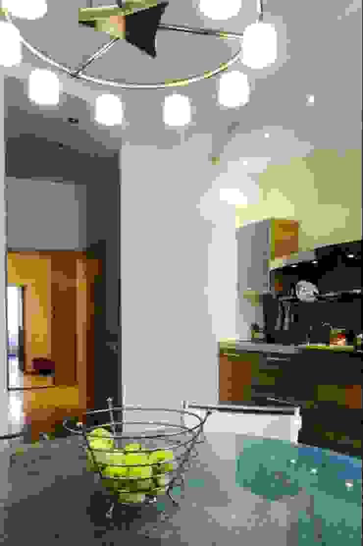 Реализованный проект интерьеров квартиры 124 кв. метра в ЖК Город солнца Столовая комната в стиле минимализм от интерьеры от частного дизайнера Минимализм