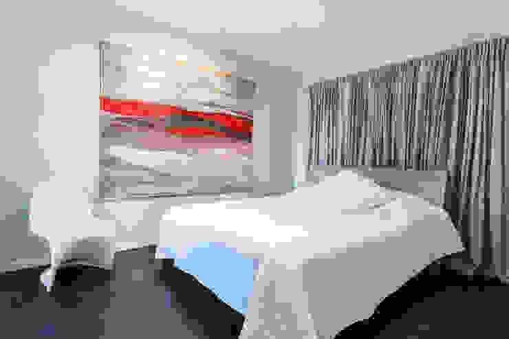 Reforma integral de una villa situada en Mallorca Dormitorios de estilo moderno de ISLABAU constructora Moderno