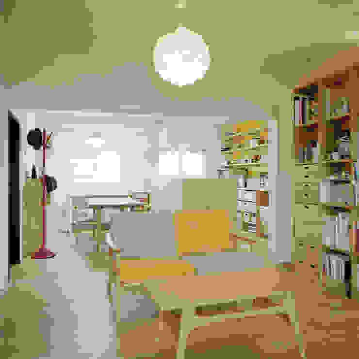 The house which grows up with kids オリジナルデザインの リビング の AIDAHO Inc. オリジナル