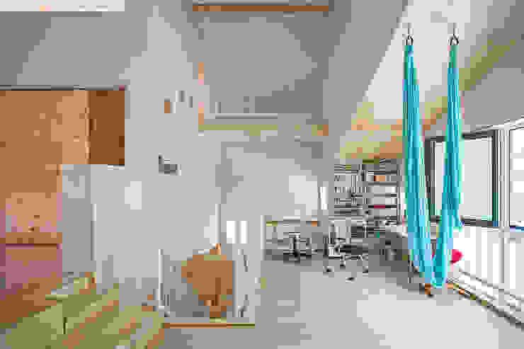 Bureau moderne par (주)유타건축사사무소 Moderne Bois Effet bois