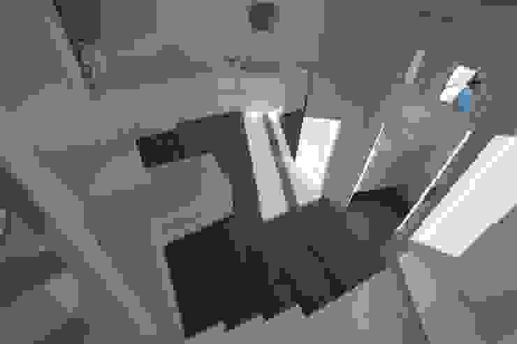 Parquette Ingresso, Corridoio & Scale in stile moderno di Mangodesign Moderno