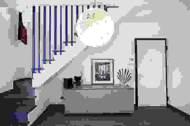 地中海走廊,走廊和楼梯 根據 Alessandro Corina Interior Designer 地中海風