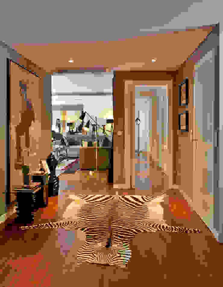 Apartamento em Cascais Corredores, halls e escadas modernos por Pureza Magalhães, Arquitectura e Design de Interiores Moderno