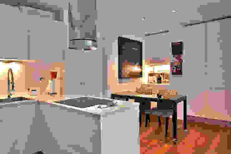 Apartamento em Cascais Cozinhas modernas por Pureza Magalhães, Arquitectura e Design de Interiores Moderno