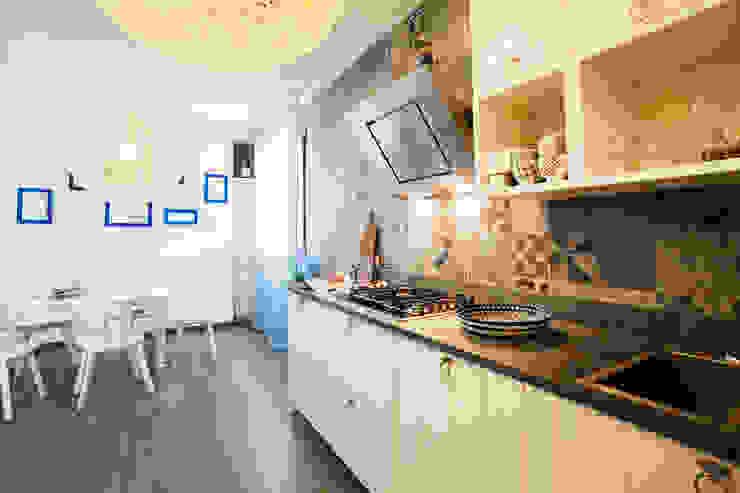 Alessandro Corina Interior Designer Nhà bếp phong cách Địa Trung Hải