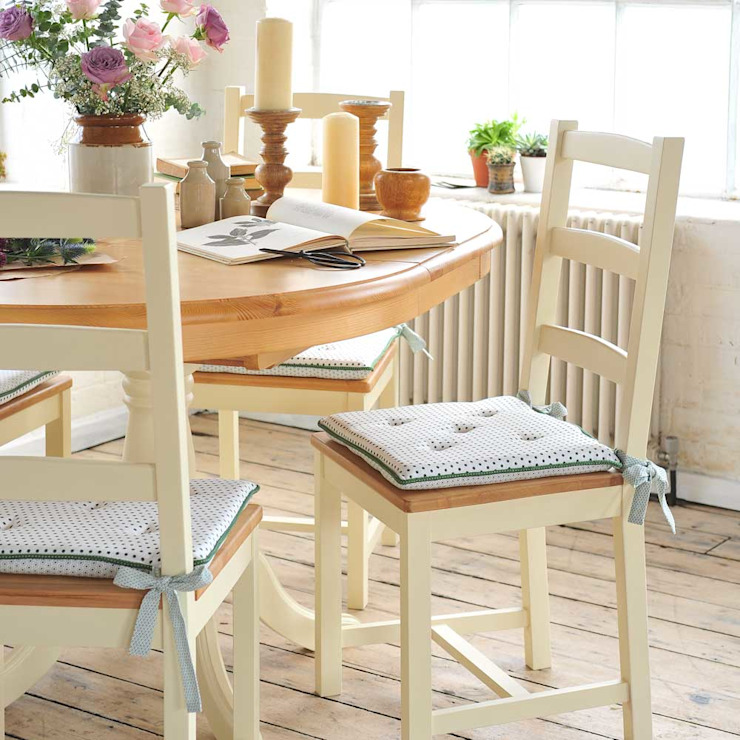 Wiltshire Painted 110cm-150cm Ext. Dining Table and 4 Chairs Country style dining room by The Cotswold Company Country Wood Wood effect