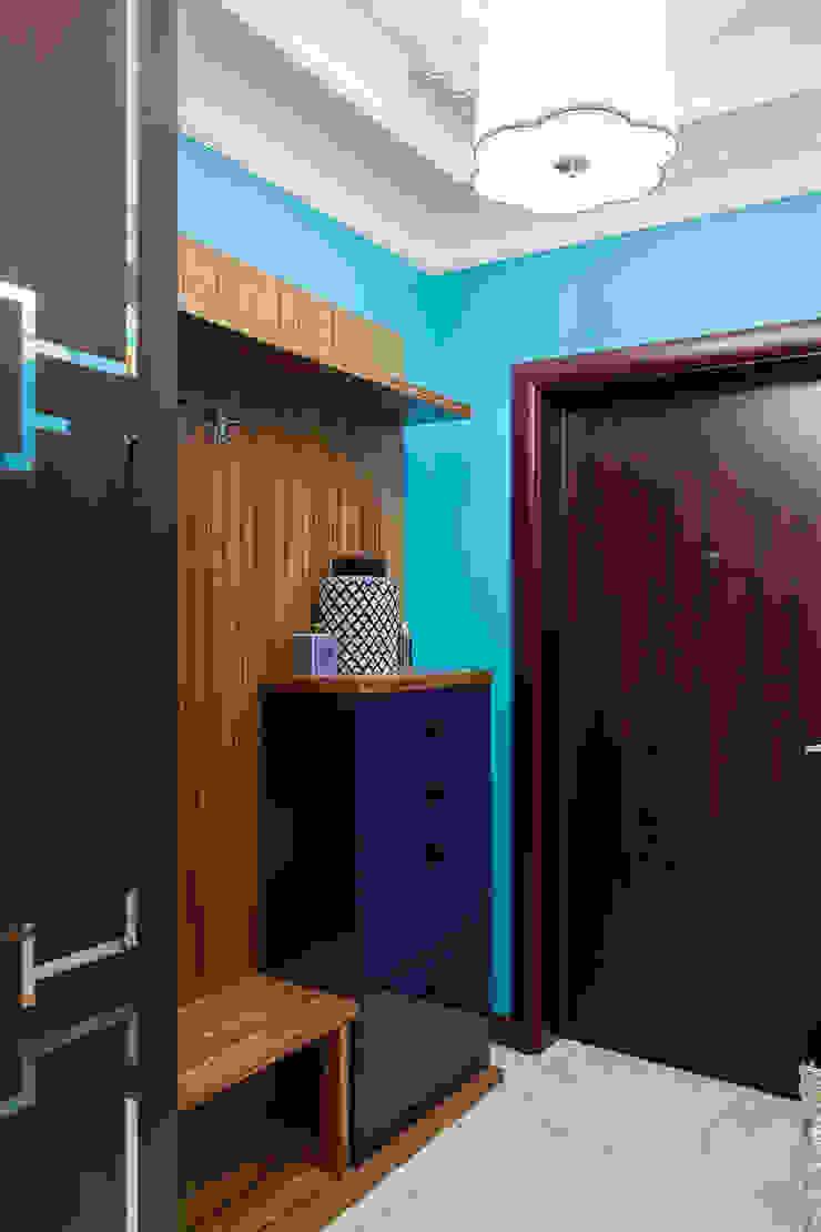 Квартира в Москве 106 кв. м. Коридор, прихожая и лестница в эклектичном стиле от MM-STUDIO Эклектичный