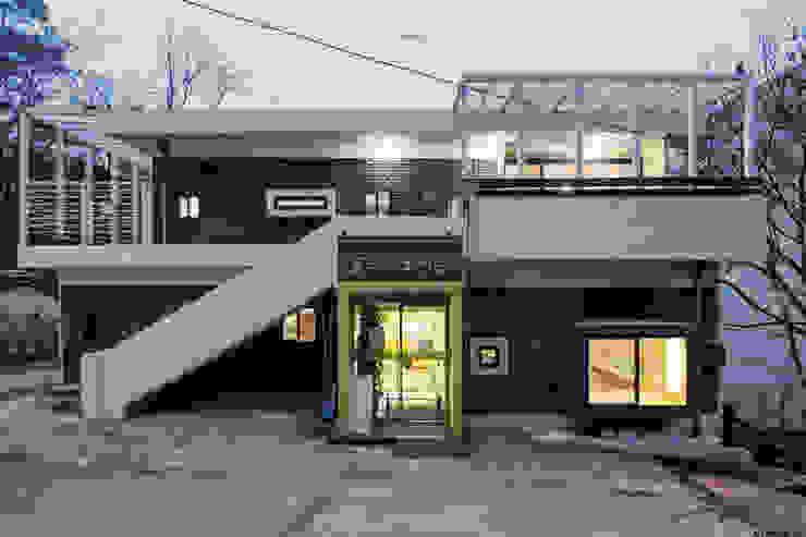 동대문 어린이 도서관 by (주)유타건축사사무소 모던 벽돌