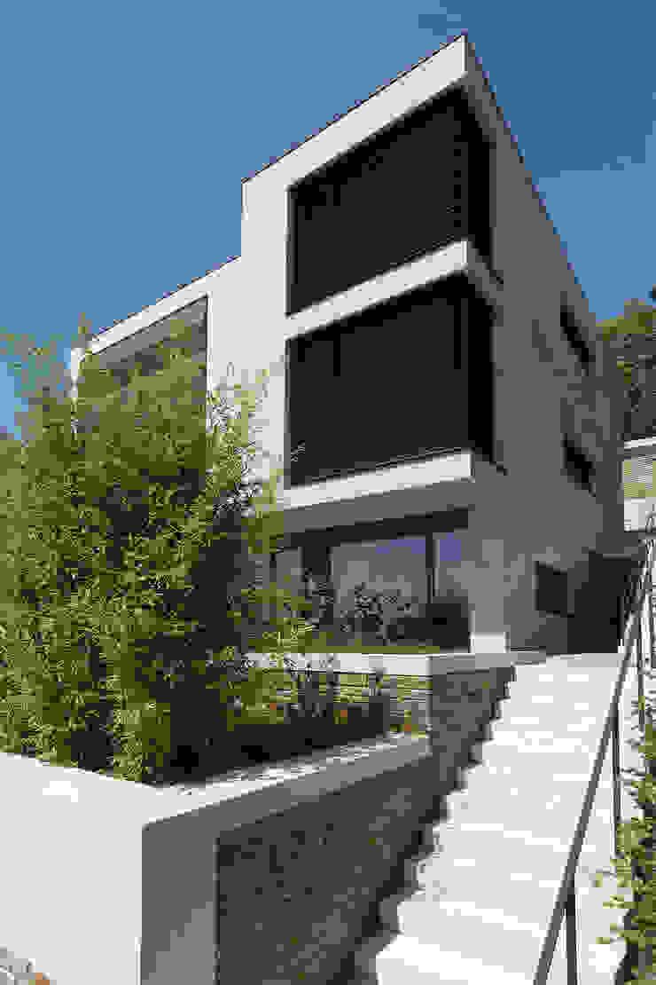 Single Family House Blocher Blocher India Pvt. Ltd. Modern houses