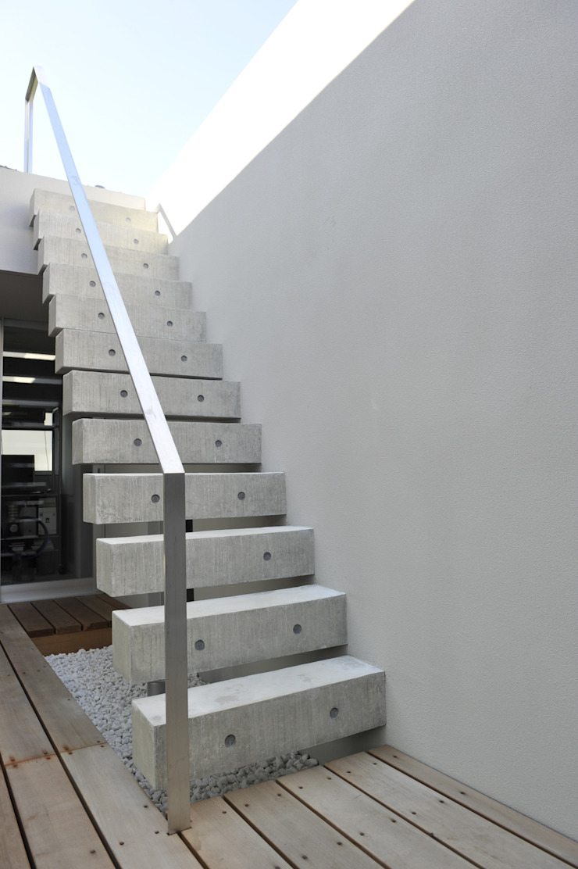 久安典之建築研究所 Minimalist Balkon, Veranda & Teras Demir/Çelik Beyaz