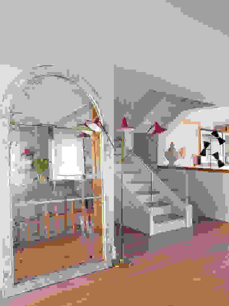 BELEN FERRANDIZ INTERIOR DESIGN Eclectic style corridor, hallway & stairs