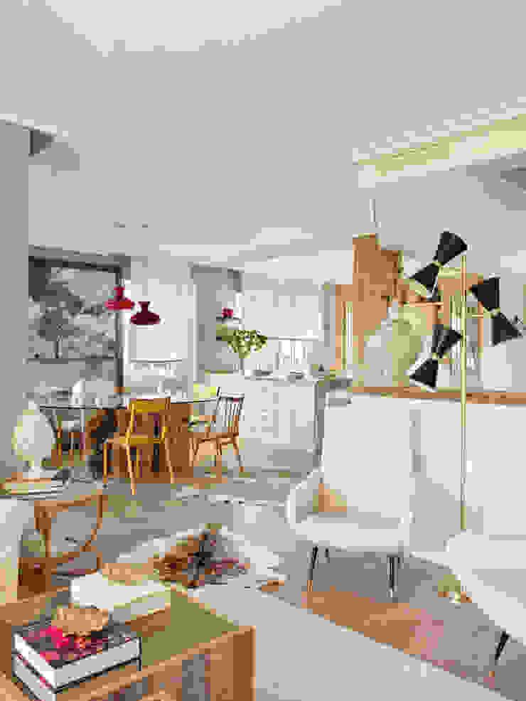 Salle à manger originale par BELEN FERRANDIZ INTERIOR DESIGN Éclectique