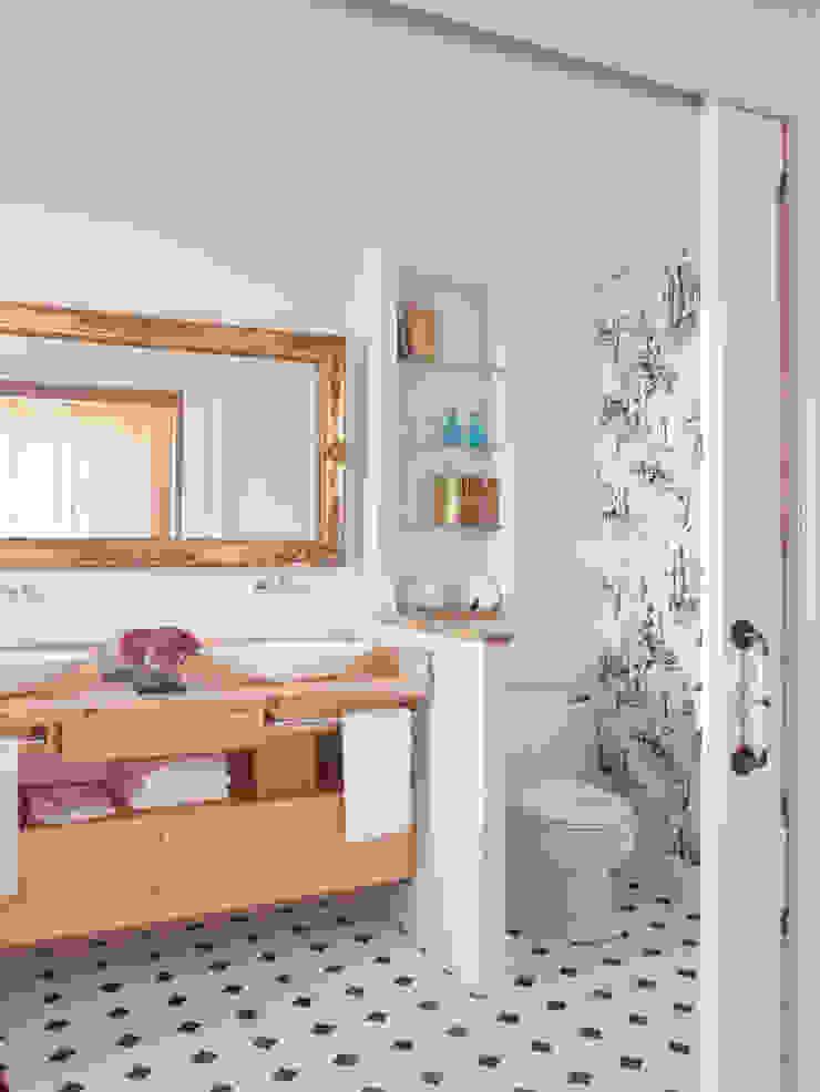 BELEN FERRANDIZ INTERIOR DESIGN Eclectic style bathroom