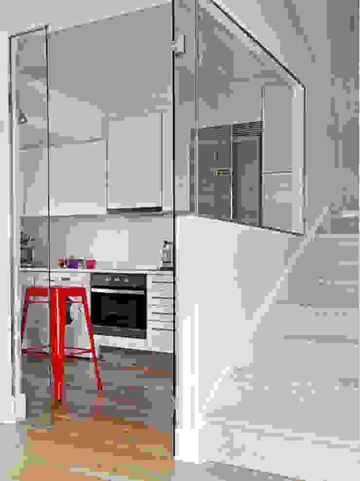Couloir, entrée, escaliers modernes par BELEN FERRANDIZ INTERIOR DESIGN Moderne