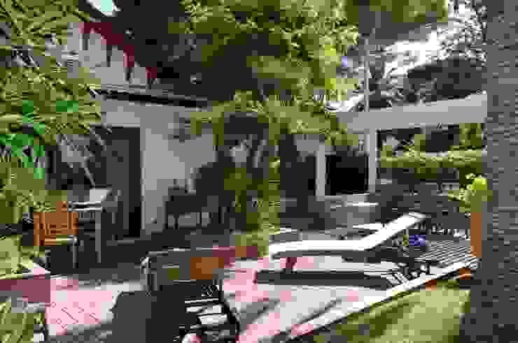 Dettaglio esterno, zona relax Giardino moderno di danielainzerillo architetto&relooker Moderno