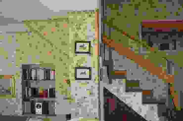 scala di accessso al piano superiore/Before di danielainzerillo architetto&relooker