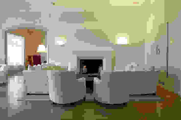 Modern living room by Paula Herrero | Arquitectura Modern