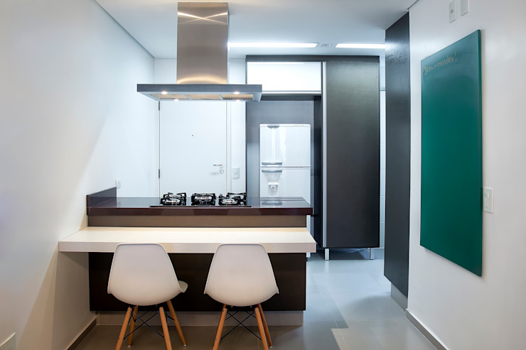 Modern kitchen by PB Arquitetura Modern