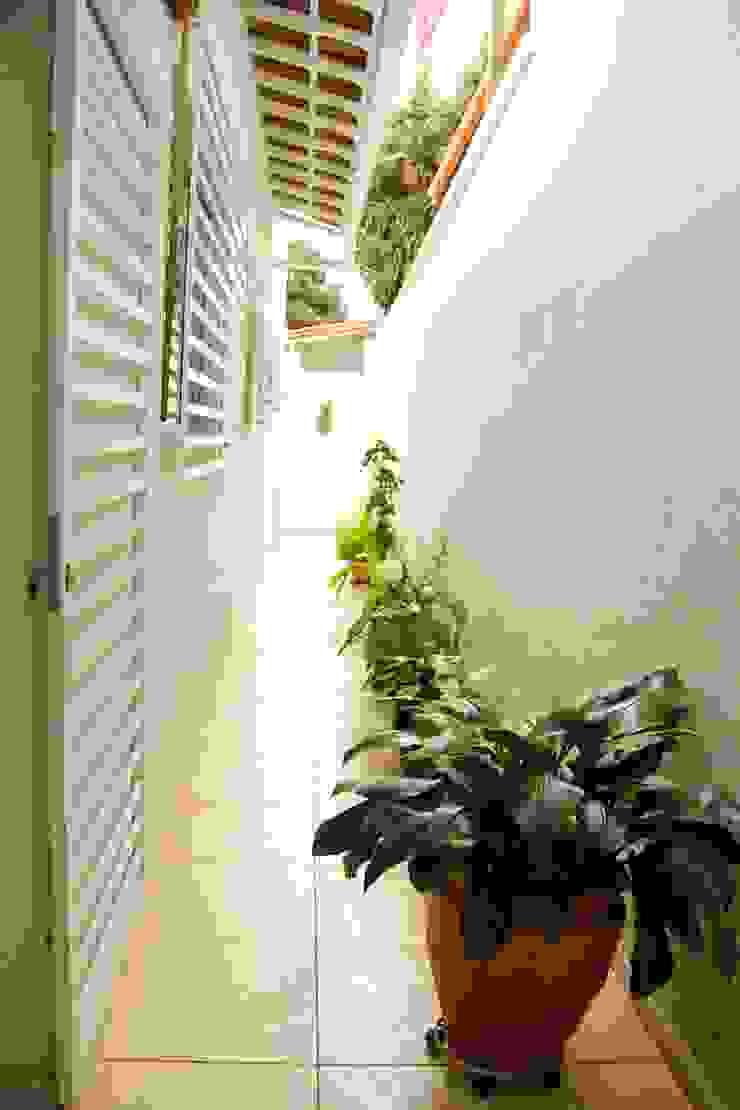 Na Lupa Design Ingresso, Corridoio & Scale in stile classico
