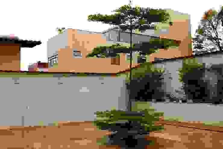 Na Lupa Design Classic style balcony, porch & terrace