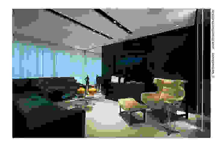 APTO BELVEDERE Salas de estar modernas por Cassio Gontijo Arquitetura e Decoração Moderno Derivados de madeira Transparente