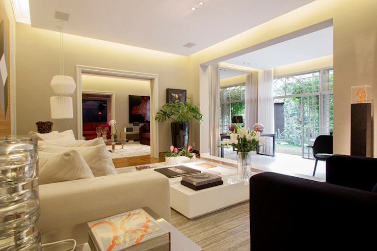 Sala de Estar Salas de estar minimalistas por Deborah Basso Arquitetura&Interiores Minimalista Madeira Efeito de madeira