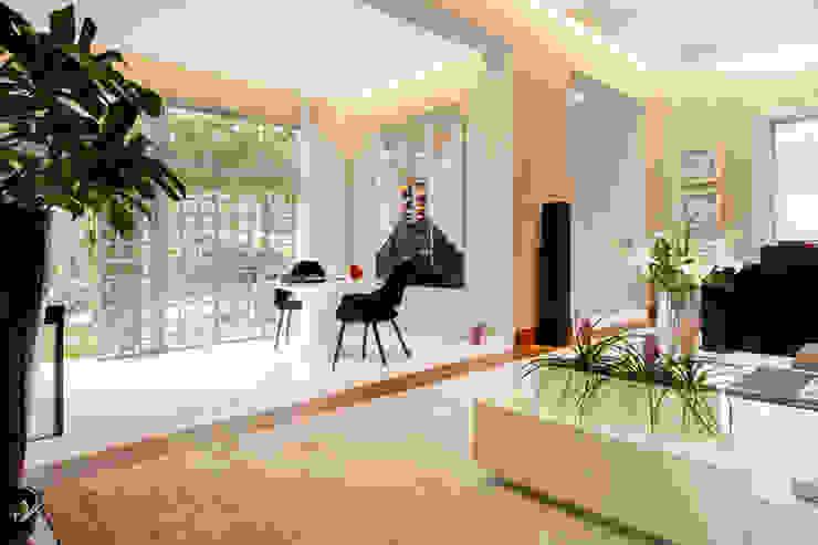 根據 Deborah Basso Arquitetura&Interiores 簡約風 大理石