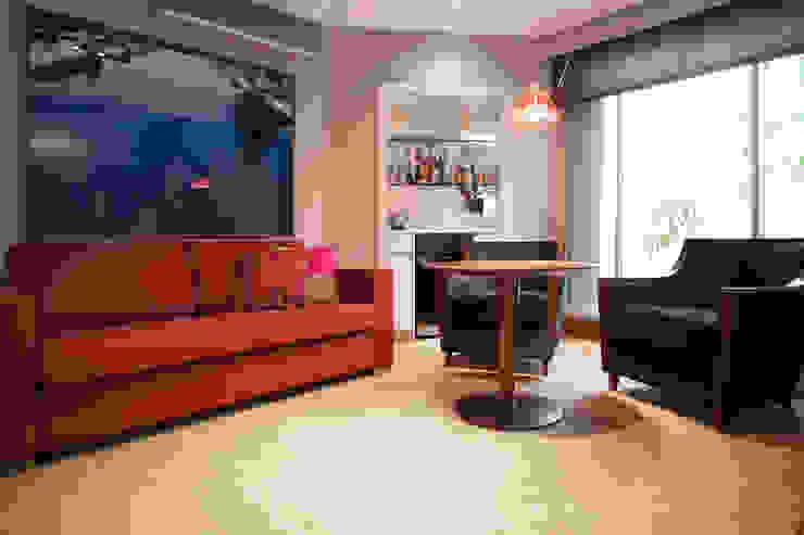 Sala bar e Adega Adegas minimalistas por Deborah Basso Arquitetura&Interiores Minimalista Madeira Efeito de madeira