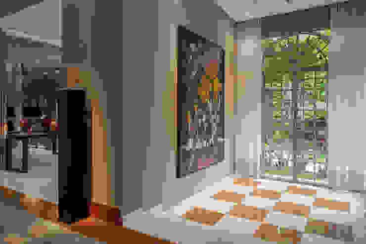 Коридор и прихожая в . Автор – Deborah Basso Arquitetura&Interiores,