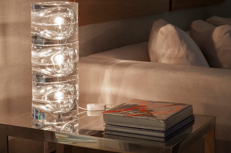 根據 Deborah Basso Arquitetura&Interiores 簡約風 玻璃