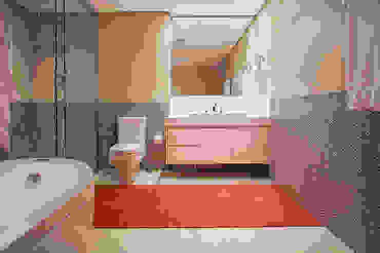 Banheiro Banheiros minimalistas por Deborah Basso Arquitetura&Interiores Minimalista Cerâmica