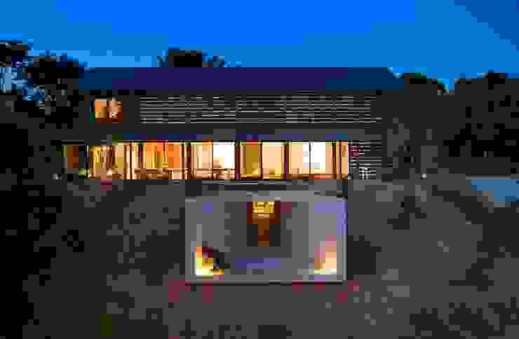Modern Houses by 株式会社 ナウハウス Modern Plastic