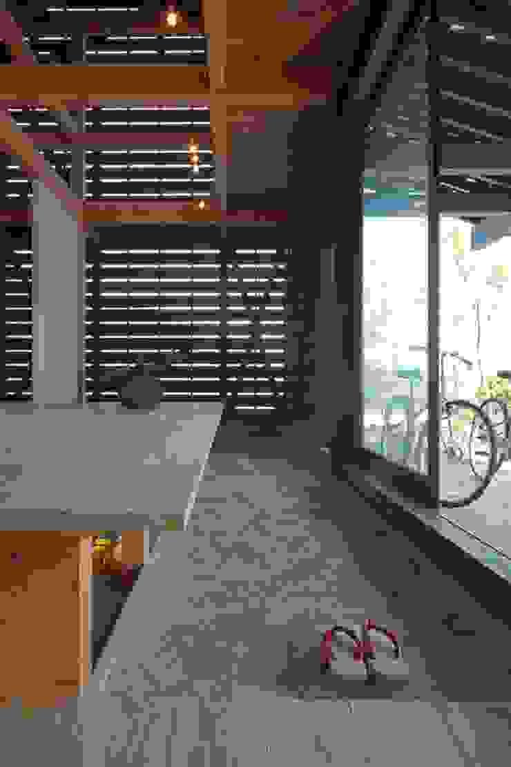 Modern Walls and Floors by 株式会社 ナウハウス Modern Wood Wood effect