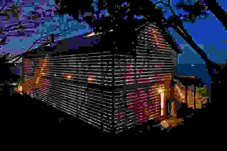 Modern Houses by 株式会社 ナウハウス Modern Wood Wood effect