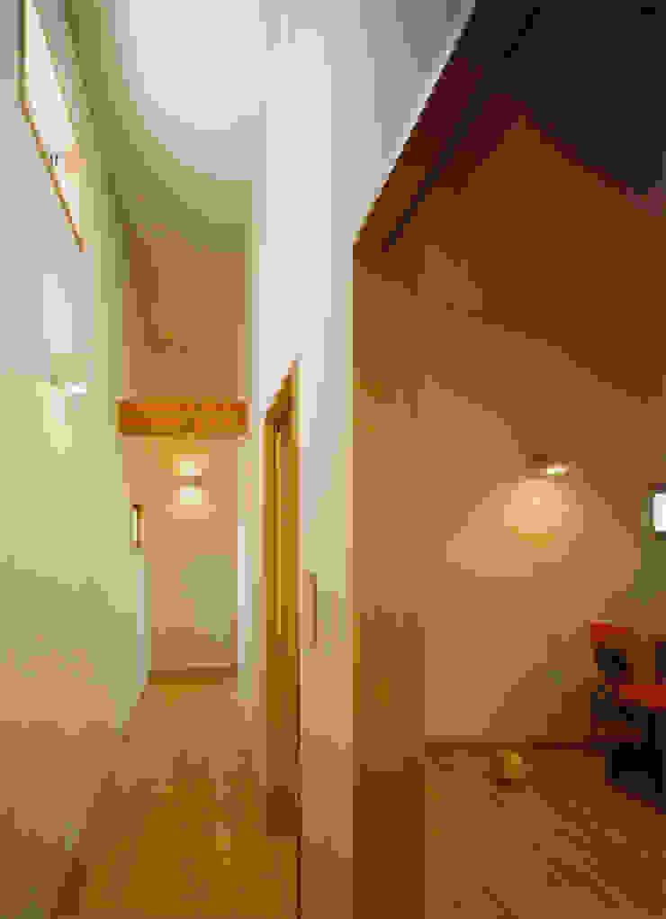 西ゾーンにあるプライベート空間 モダンスタイルの 玄関&廊下&階段 の アール・アンド・エス設計工房 モダン